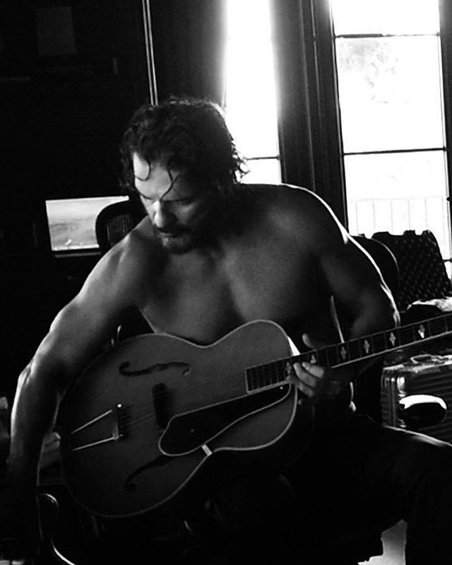 Photo of Ricardo Arjona sigue mostrando adelanto de su próxima producción discográfica
