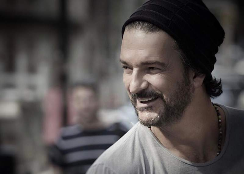 "Photo of Ricardo Arjona revive una de sus canciones del 2010  ""Todo Estará Bien"" en medio del virus mundial"