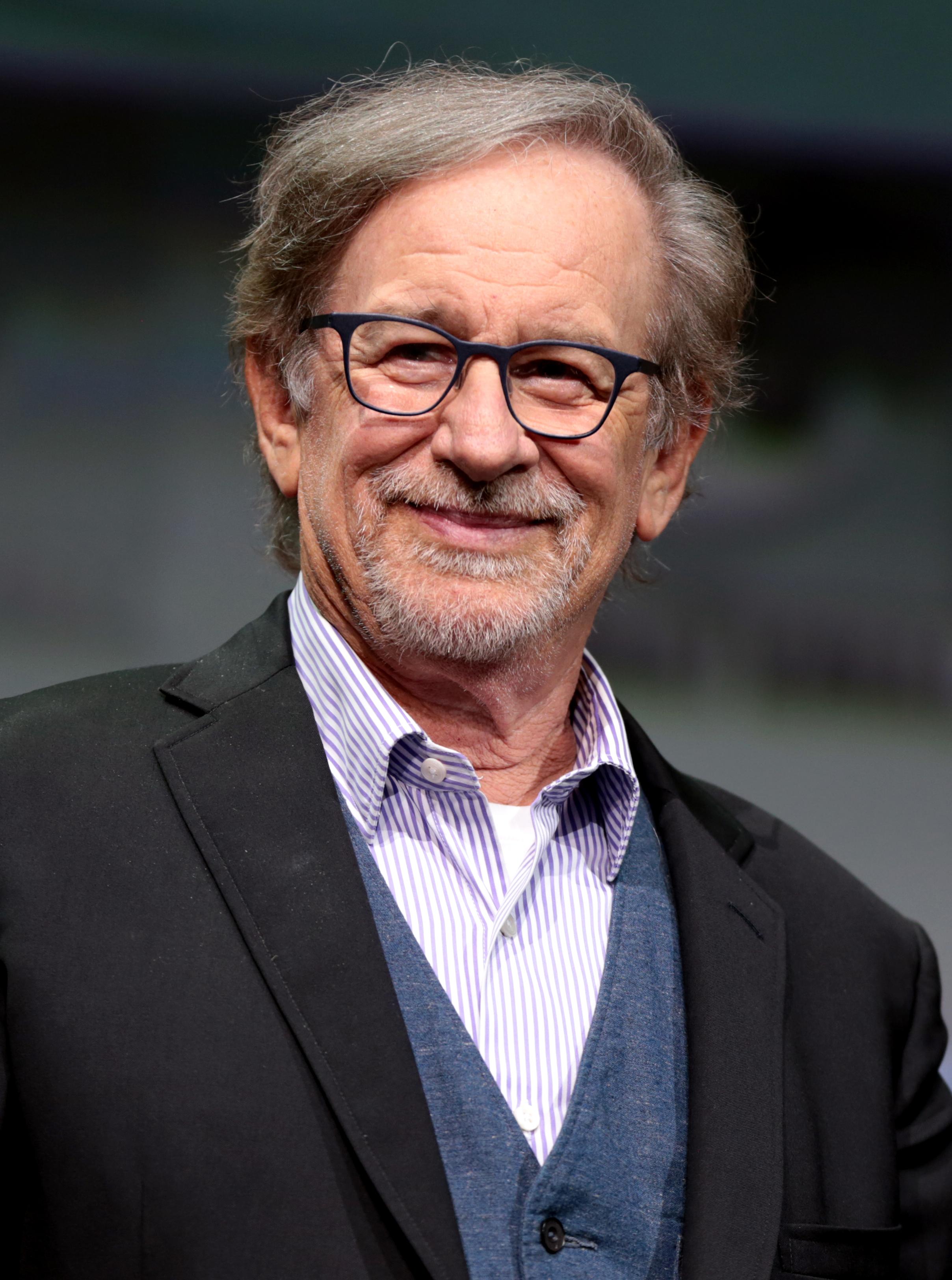 Photo of Steven Spielberg dona comida y medio millón de dólares para su lucha contra el COVID-19