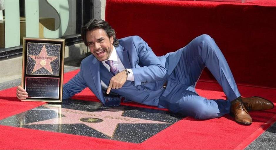 Photo of Eugenio Derbez recibe su estrella en Hollywood
