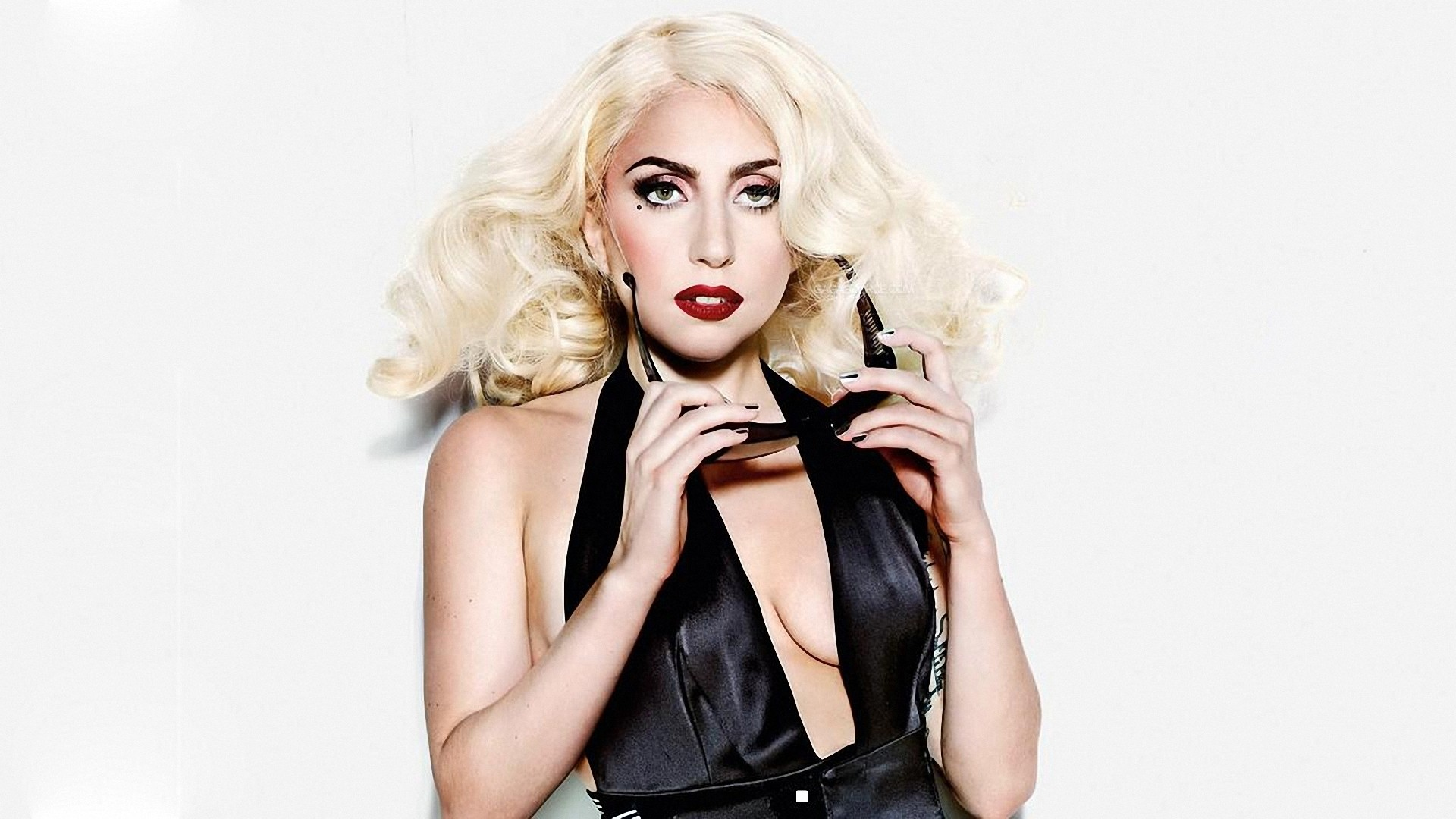 Photo of Lady Gaga festejó su cumpleaños rodeada de famosos