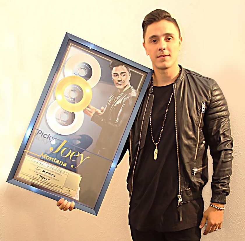 Photo of Joey Montana gana disco de oro, platino y diamante con picky