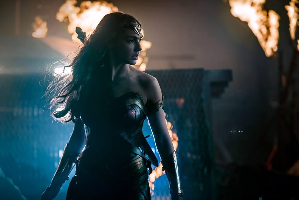Photo of El director Zack Snyder revela el nuevo look de Wonder Woman