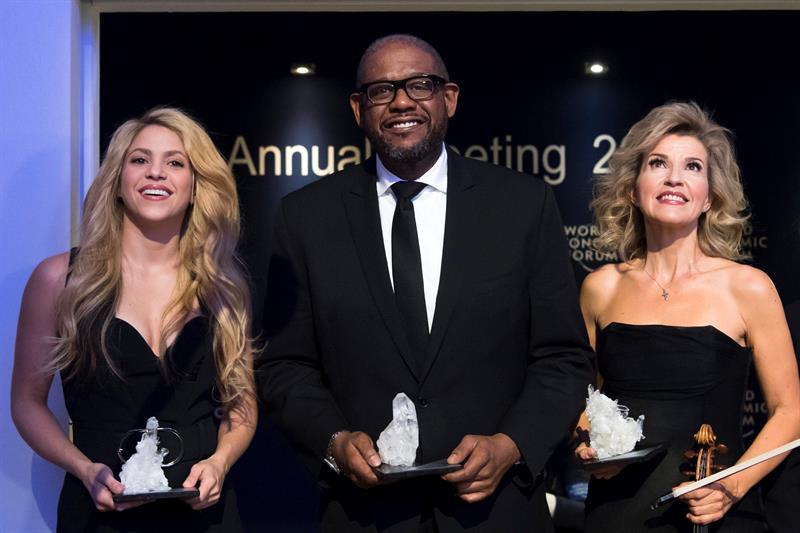 Photo of Shakira Whitaker y Anne Mutter reciben premio en el Foro Económico Mundial