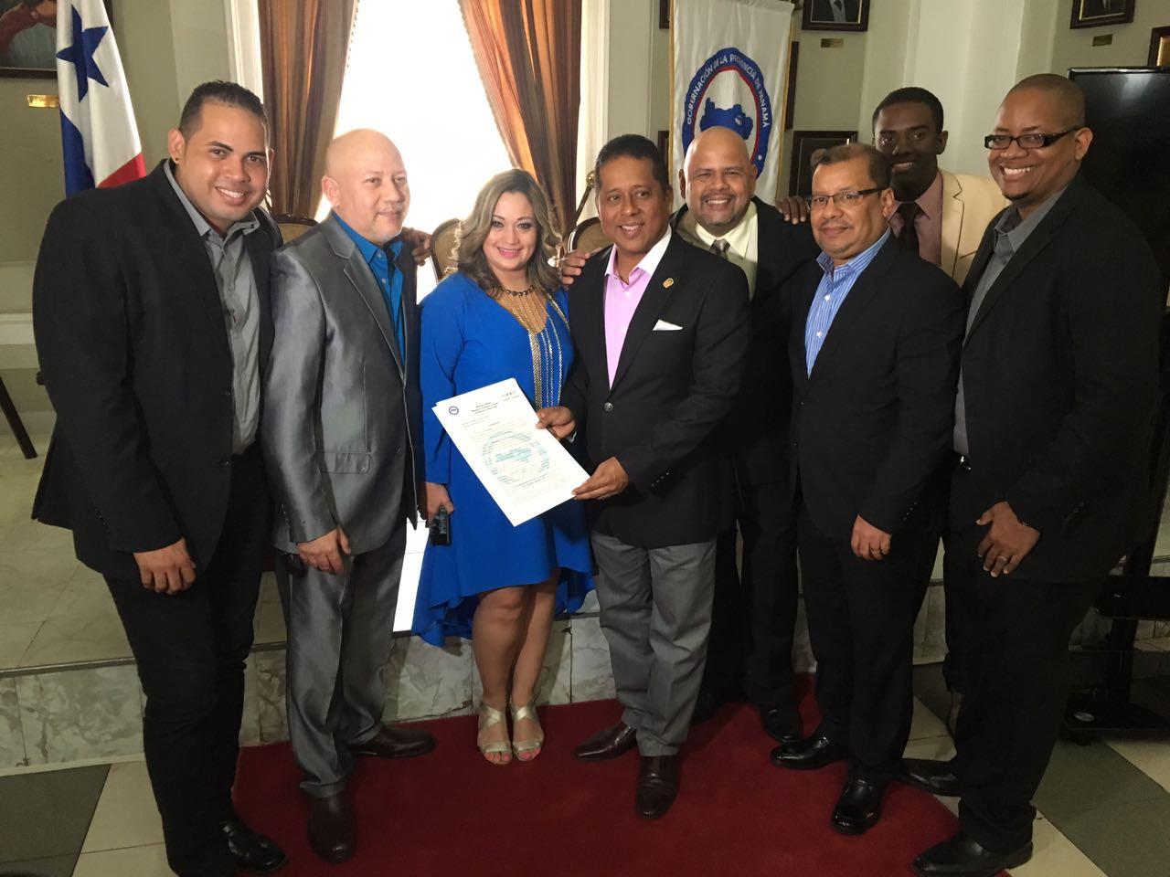 Photo of Orquesta 'La K-Shamba de Panamá' recibe reconocimiento