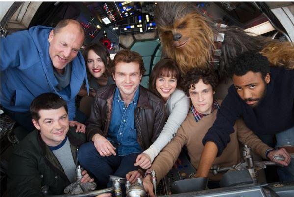 Photo of Lucasfilm y Disney compartieron una foto del elenco de Han Solo aunque todavía no tiene nombre oficial