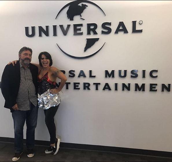 Photo of Alejandra Guzmán firma contrato con Universal Music