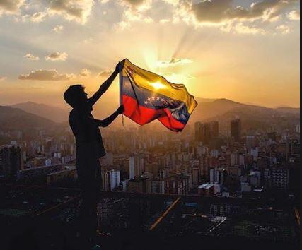 Photo of Artistas internacionales lamentan violencia en Venezuela