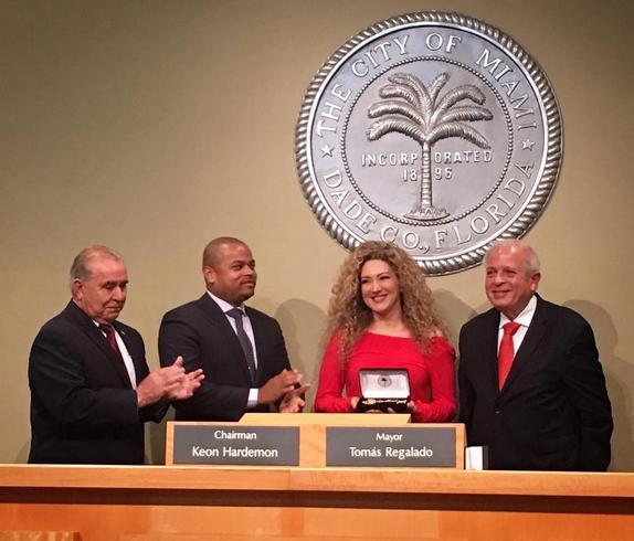 Photo of Erika Ender es homenajeada en Miami