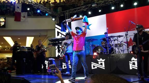 Photo of Nacho ofreció una extraordinaria presentación en tierras panameñas