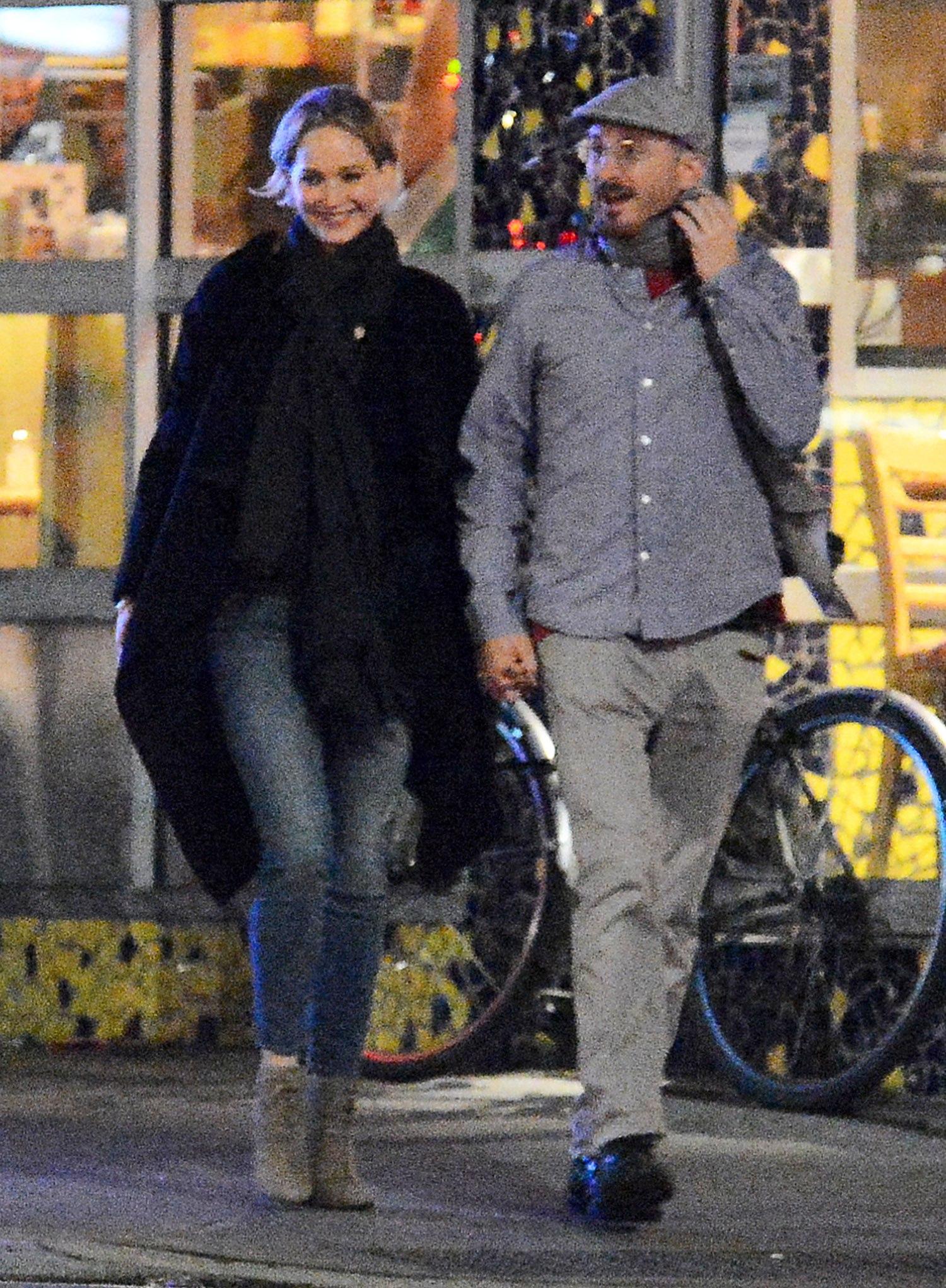 Photo of Jennifer Lawrence y Darren Aronofsky exhiben su amor por Malibú