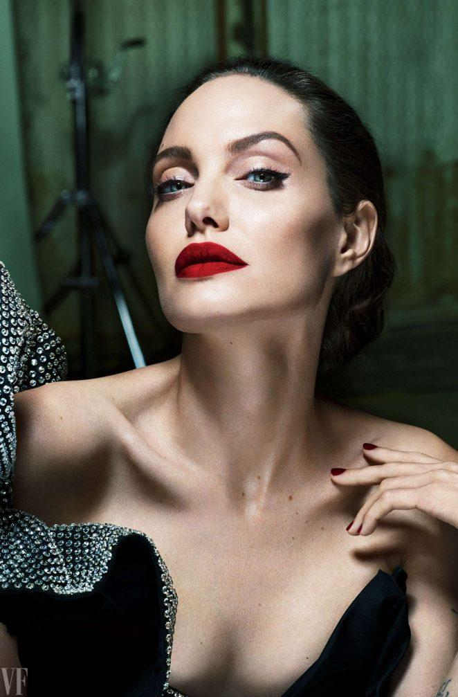 Photo of Angelina Jolie habla de su divorcio de Brad Pitt