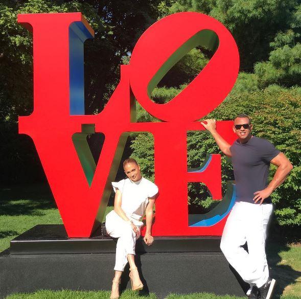 Photo of JLo y Alex siguen derrochando su amor