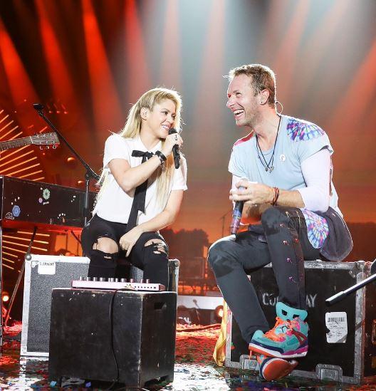 Photo of Shakira canta con Chris Martín 'Chantaje'