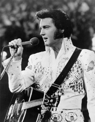 Photo of Hoy se conmemoran 40 años del fallecimiento de Elvis Presley