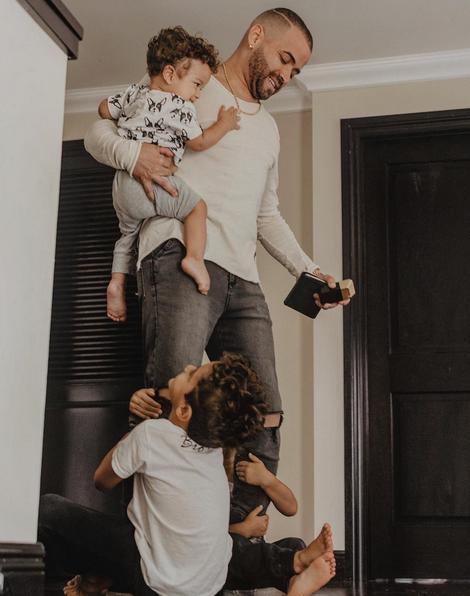 Photo of Nacho recibe sopresa de sus hijos