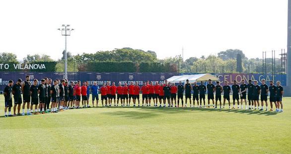 Photo of El equipo de Barcelona guarda un minuto de silencio por el atentando en av. de las Ramblas
