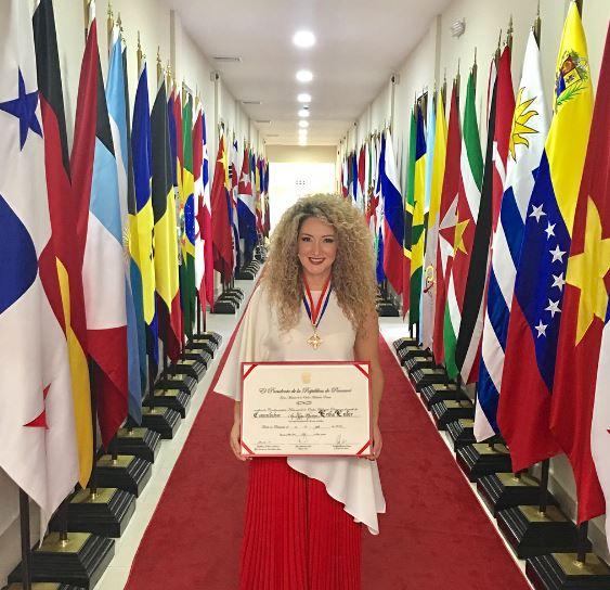 Photo of Gobierno Nacional condecora a Erika Ender