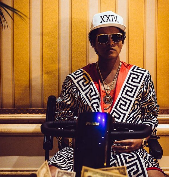 Photo of Bruno Mars lidera las nominaciones a los Grammy 2018
