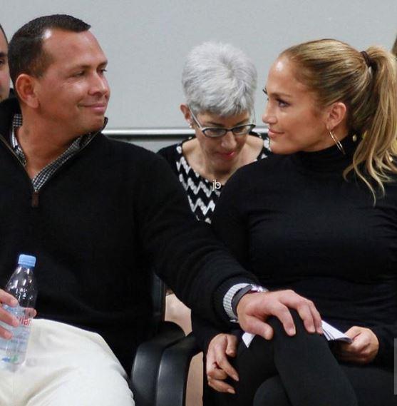 Photo of JLo y Álex Rodríguez en Puerto Rico para entregar donativo