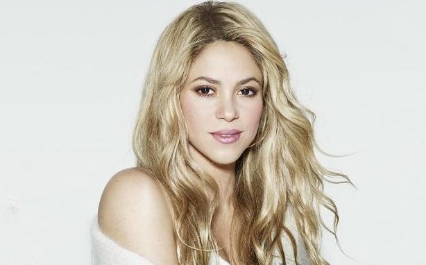 Photo of Shakira recibe premio en los Grammy por 'Mejor Álbum Pop Latino'