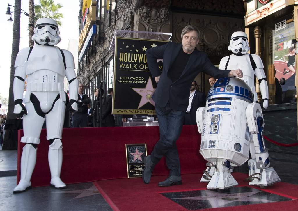 Photo of Mark Hamill recibe su estrella en el Paseo de la Fama de Hollywood