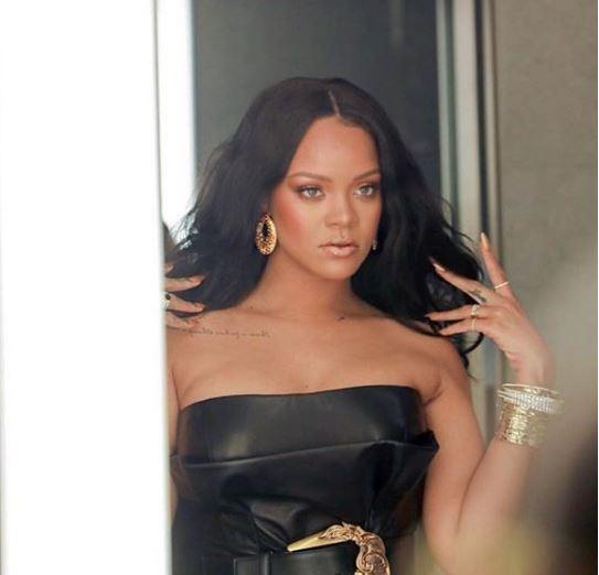 Photo of Rihanna presenta su nueva linea de maquillaje
