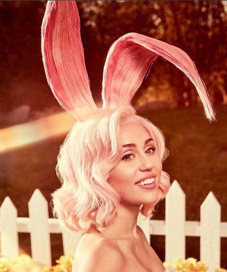 Photo of Miley Cyrus se convierte en una sexy conejita