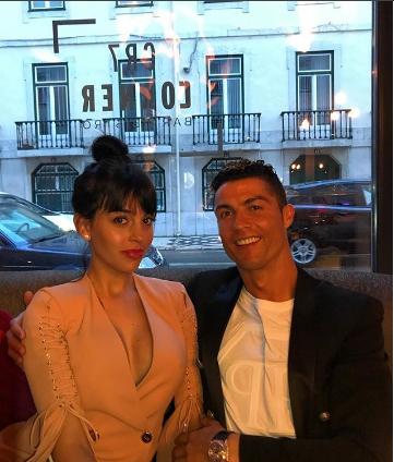 Photo of Cristiano Ronaldo muestra una imagen de su familia