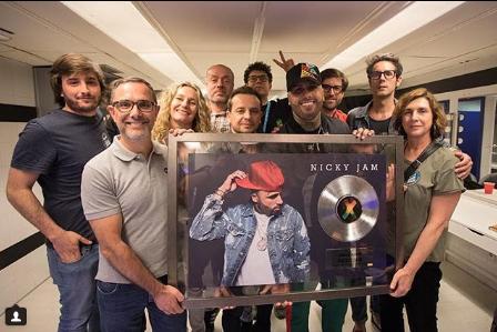 Photo of Nicky Jam recibe el Disco Platino por «X»