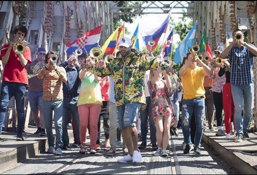 Photo of Nicky Jam y Will Smith estrenan el vídeo 'Live It Up'