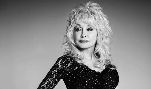 Photo of Dolly Parton anuncia que Netflix emitará una serie basada en su música