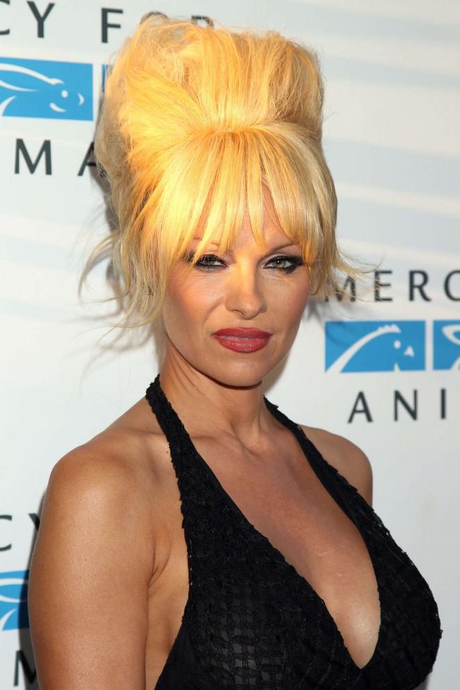 Photo of Pamela Anderson derrocha sensualidad en una reveladora sesión de fotos