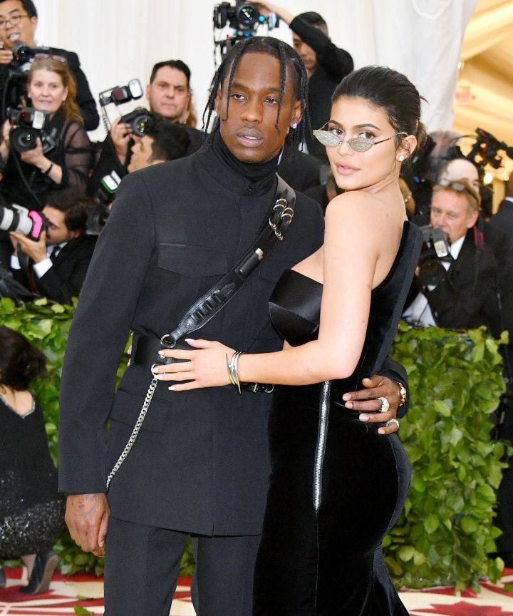 Photo of Kylie Jenner y Travis Scott protagonizan su primera portada juntos