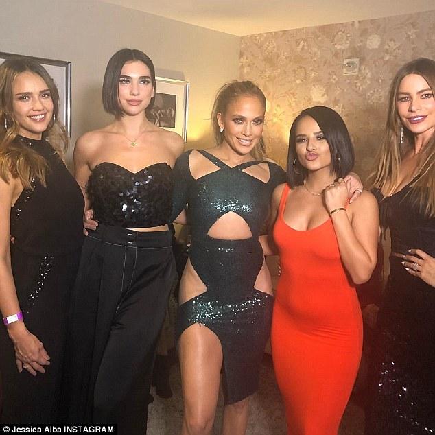 Photo of Jennifer Lopez junto a Becky G, Dua Lipa, Jessica Alba y Sofía Vergara