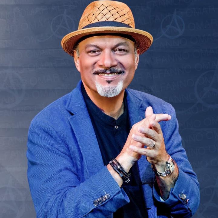 Photo of Omar Alfanno y su conferencia en Panamá