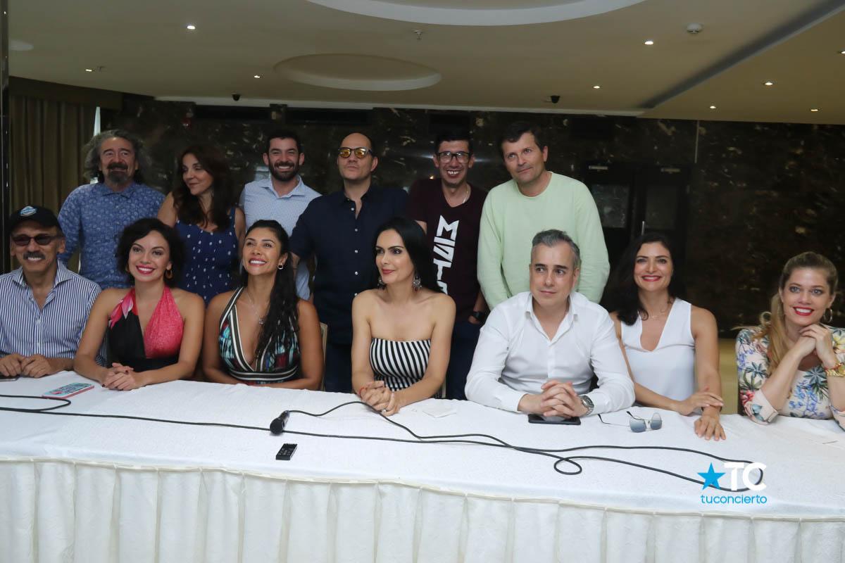 Photo of Conferencia de prensa de 'Betty la Fea' en Teatro