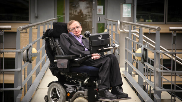 Photo of Fue subastada la silla de ruedas de Stephen Hawking