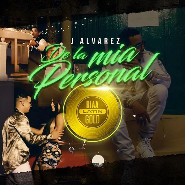 """Photo of J Álvarez obtiene disco de Oro por """"De la Mía Personal"""""""
