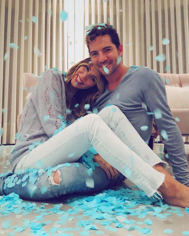 Photo of David Bisbal y Rosanna anuncian el sexo del bebe