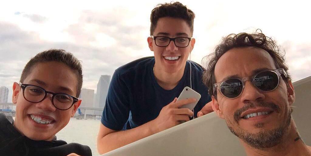 Photo of Marc Anthony compartió una tarde de cine con sus hijos