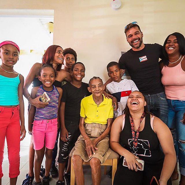 Photo of Fundación de Ricky Martin entrega viviendas en Puerto Rico