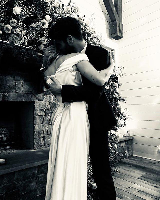 Photo of Miley Cirus y Liam Hemsworth contrajeron matrimonio