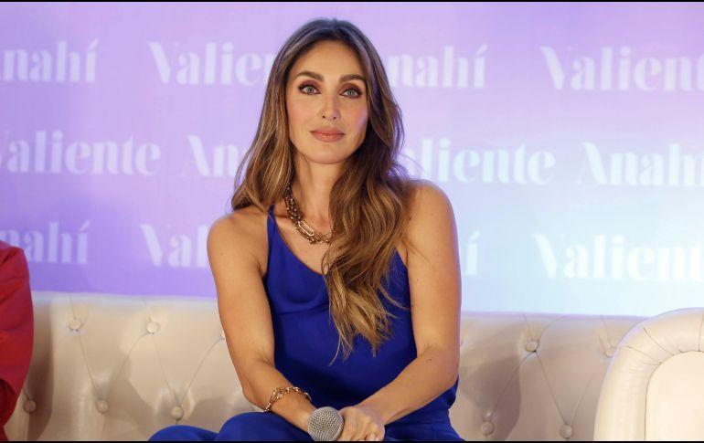 Photo of Anahí lanza libro 'Valiente'