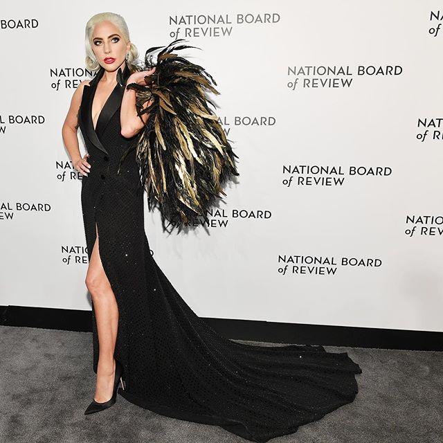 Photo of Lady Gaga pide disculpas por su canción con R. Kelly