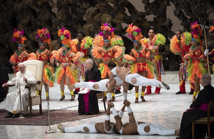 Photo of El Papa Francisco recibió el Circo de Cuba en el Vaticano