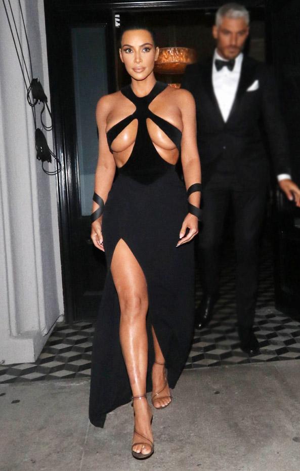 Photo of Kim Kardashian el escote que arrasa en EE.UU