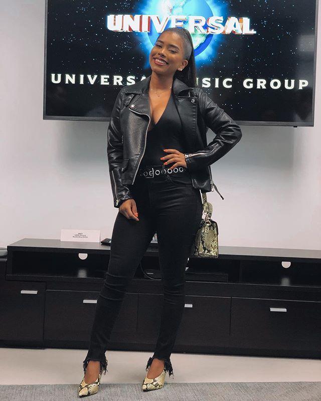 Photo of La cantante panameña Elisama Méndez firma contrato con Universal Music