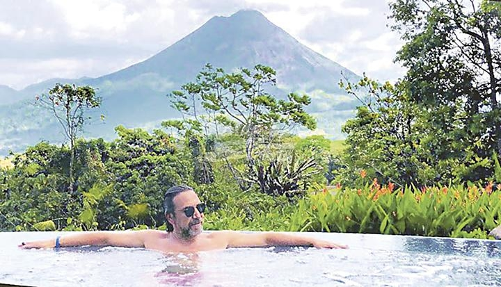 Photo of Marco Antonio Solís de paseo por Costa Rica