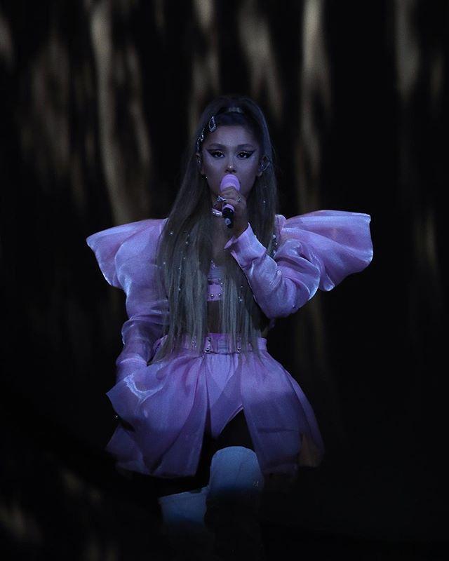 Photo of Ariana Grande compartió con sus fanáticos escaneo cerebral de su trastorno